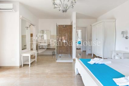 Suite Deluxe Matrimoniale 101 -Internet wi-fi, a secured parking space and breakfast