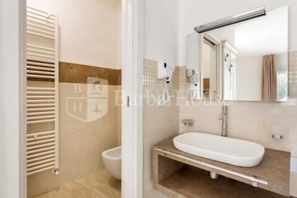 Suite Deluxe Matrimoniale 101 -The bathroom is provided with a hairdryer