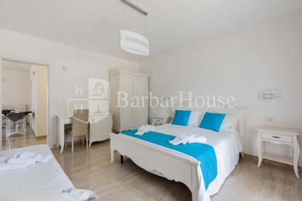 Suite Tripla 104 - The room is furnished with a double bed plus a single bed.