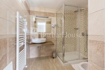 Suite Tripla 110-The room has en en suite bathroom