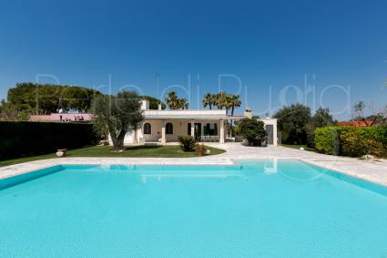 Charming holiday villa with pool for rent in Apulia