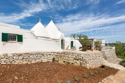 The trullo can accommodate up to 5 guests