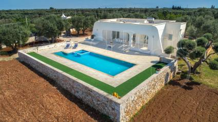Holidays in villa with pool near Torre Guaceto