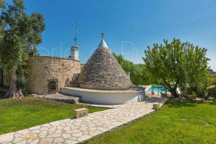 Trullo with swimming pool for rent in Ostuni