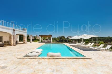 La sua bella piscina è il luogo ideale dove rigenerare le energie e divertirti