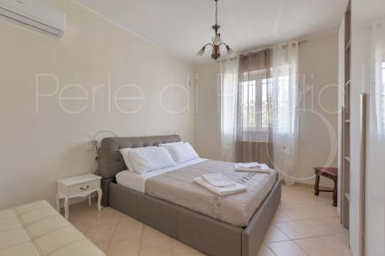La zona notte è formata da due camere da letto matrimoniali