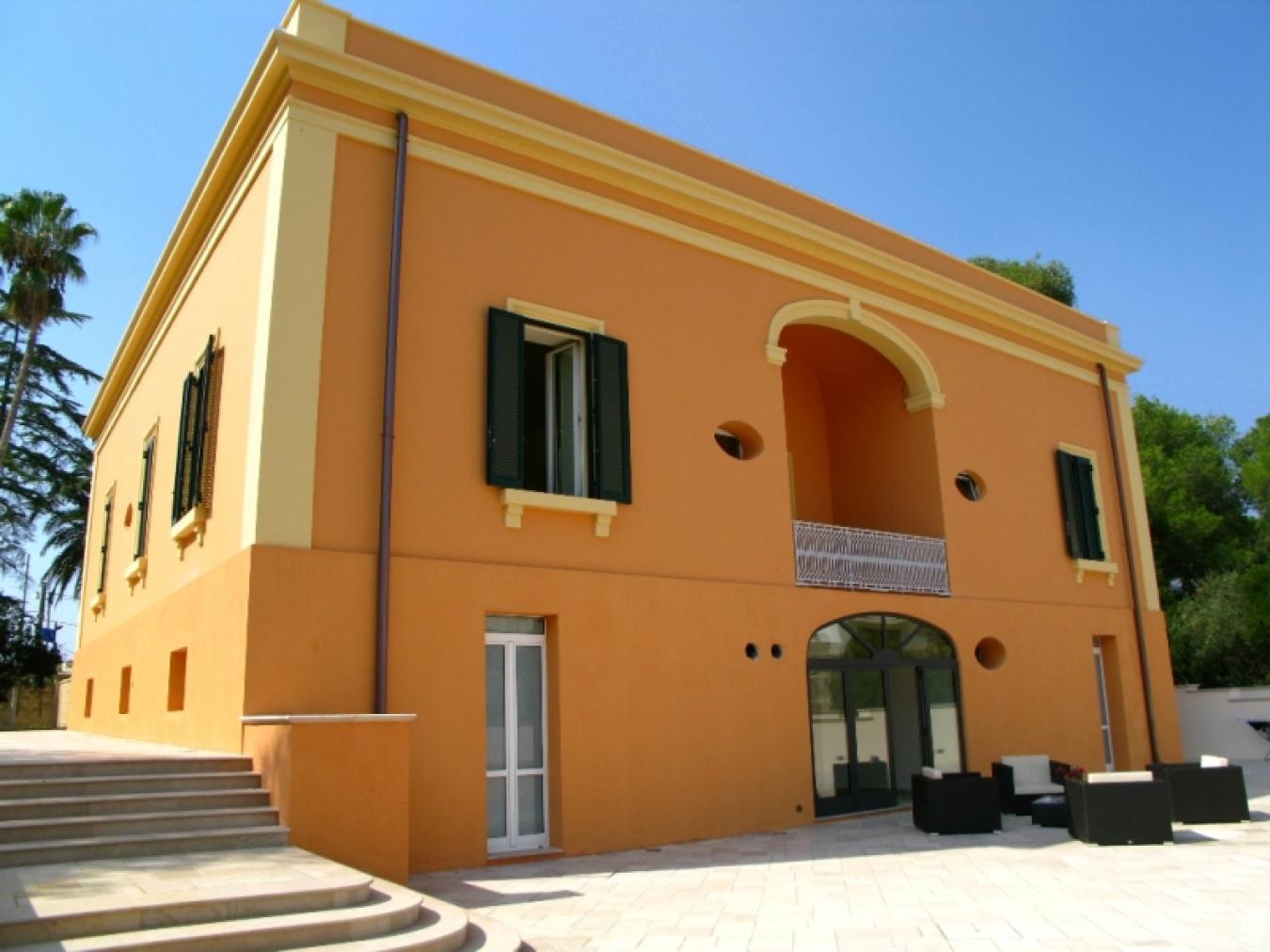 Affitto villa con 8 camere a presicce lido marini villa for Camere affitto