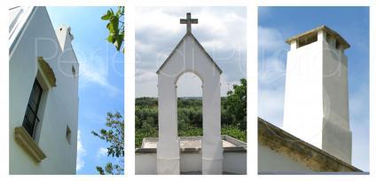 La caratteristica chiesetta all`interno del casale
