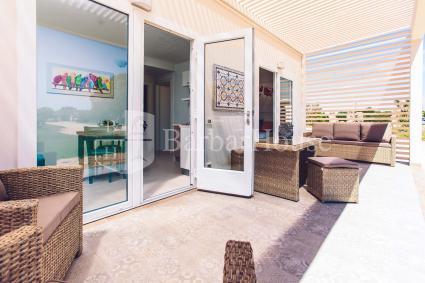 Ampia veranda arredata