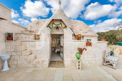 Camera matrimoniale in trullo, in bed and breakfast con piscina