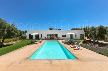Luxury villa with swimming pool and 6 bed accommodations