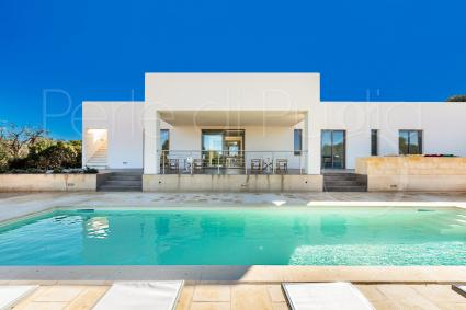 Modern and built recently, the villa accommodates up to 8 guests