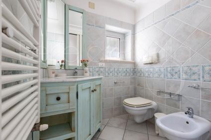 Il bagno en suite della prima camera