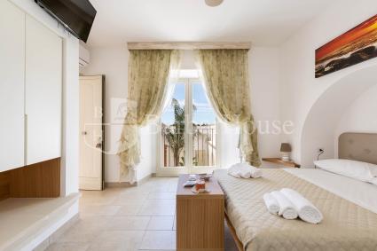 Nuovissima e moderna, la camera è confortevole e accogliente