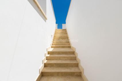 Le scale che portano al primo piano