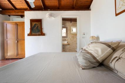Bathroom with shower in the outbuilding