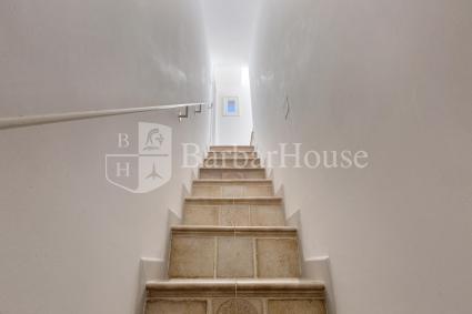 Le scale portano al primo piano