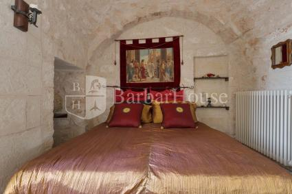 Double bedroom 3 under the vaulted ceiling of a trullo