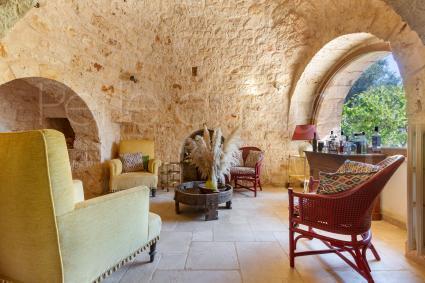 Sala lettura completamente in pietra