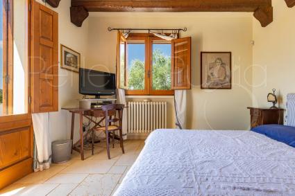 Camera matrimoniale con bagno e terrazza di pertinenza