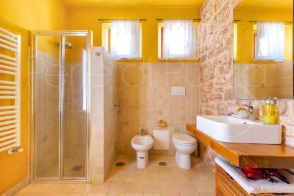 Secondo bagno doccia al piano superiore