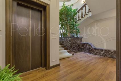 La villa ha l`ascensore interno