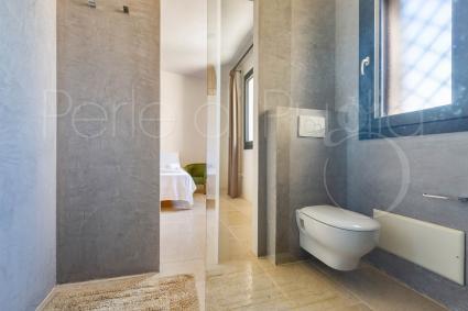 Cavalli - bathroom with shower