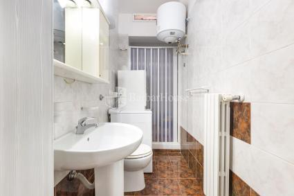 Bagno doccia con lavatrice