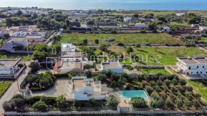 La villa dista appena 600 metri dalla spiaggia