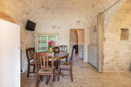 Dining room with tv in the trullo