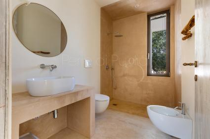 Double bedroom and bathroom with open-air shower