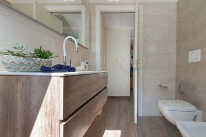 Il bagno doccia a servizio delle due camere