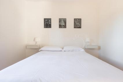 Ampia sala con tavolo allungabile