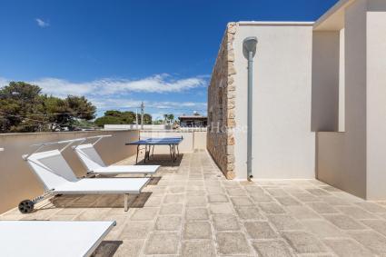 Terrazza con solarium e ping pong