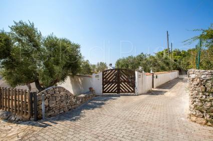 Il cancello automatico di ingresso alla villa