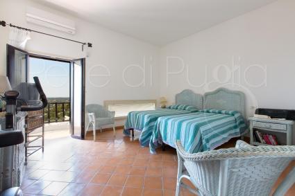 La terza camera del piano superiore della villa in affitto per vacanze in Puglia