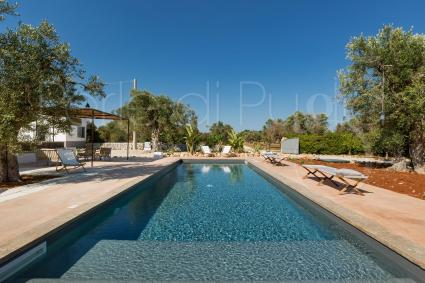 The salt water pool is one of the big advantage of this splendid villa
