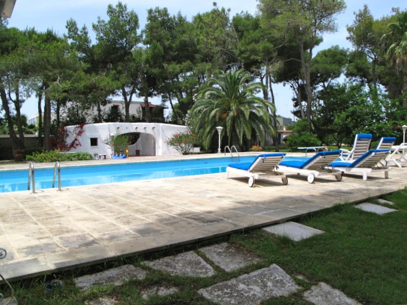 Villa avec piscine louer quelques m tres de la plage - Piscine a lecce ...