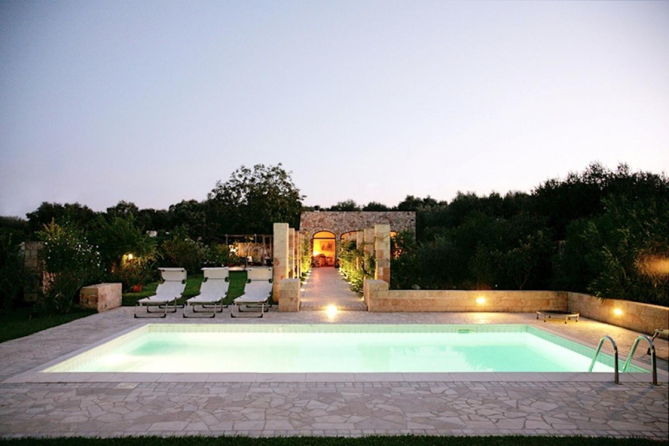 Villa con piscina vicino al mare a castro villa chianchedda - Ville con piscina ...