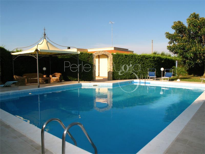 Villa finamora san vito dei normanni villa con piscina - Villa dei sogni piscina ...