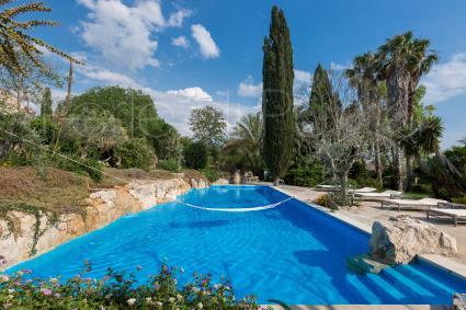 La bella piscina in cui rilassarsi e rigenerarsi, durante le vacanze in Puglia