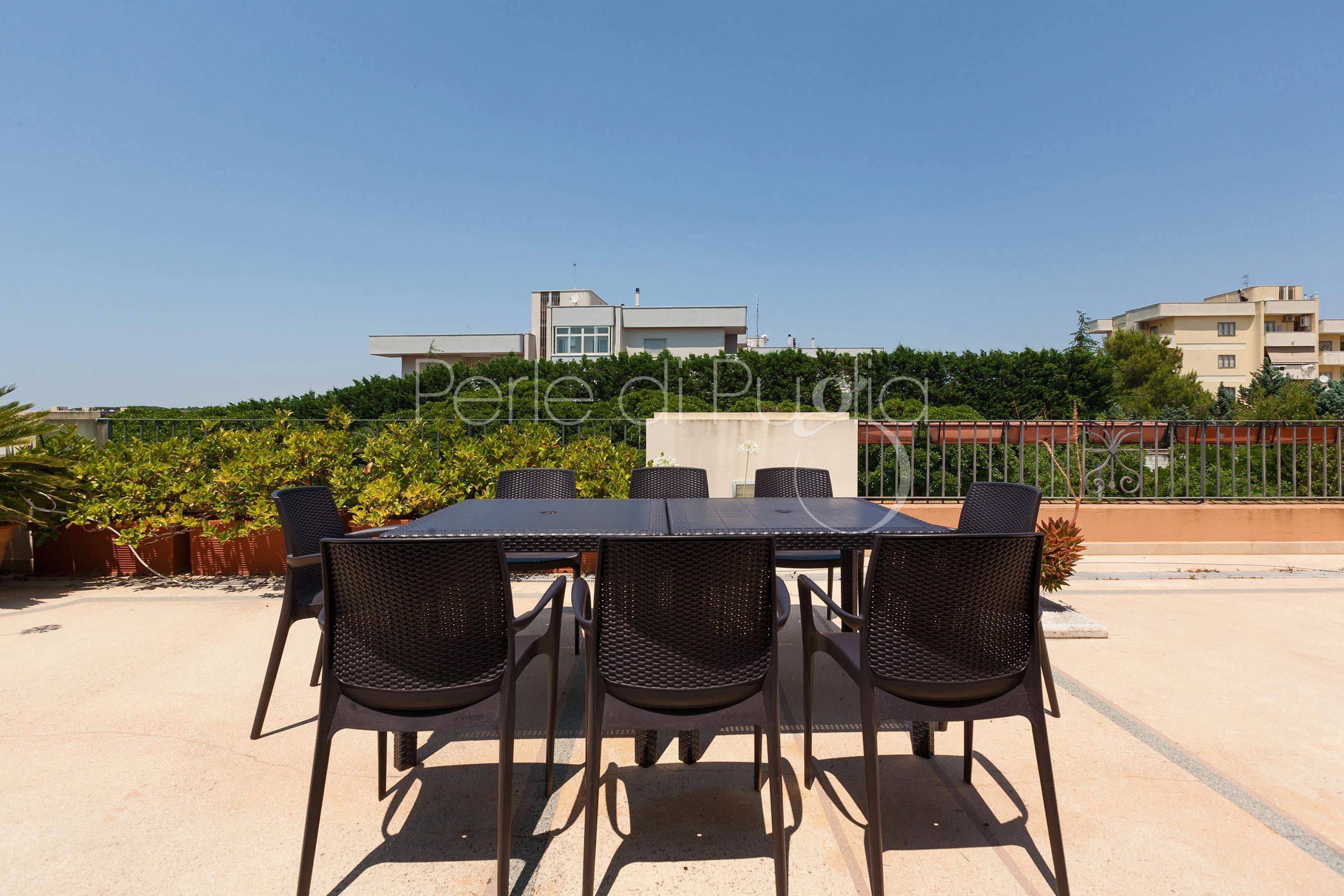 Villa roberta affitto villa con piscina a casarano for Piani patio esterno