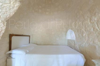 La camera matrimoniale del trullo vacanze a Ostuni