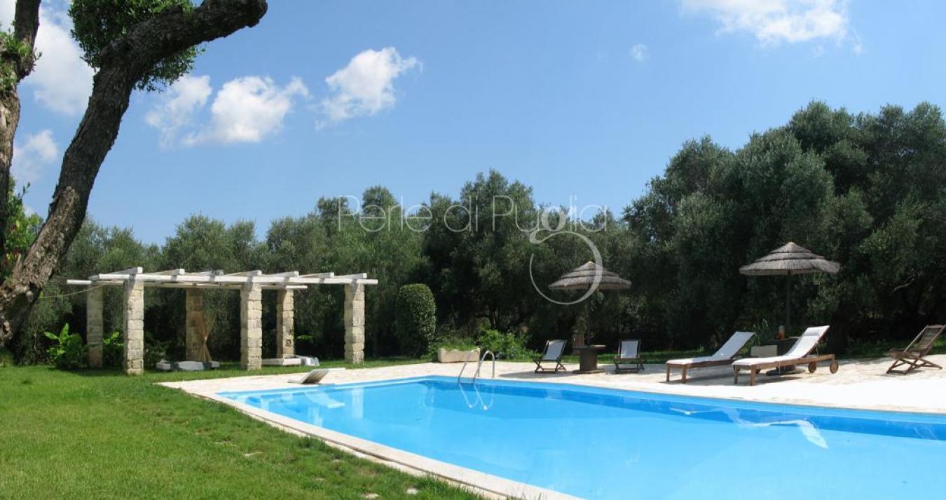 Villa di lusso con piscina a san foca villa moruse for Piscina di lusso