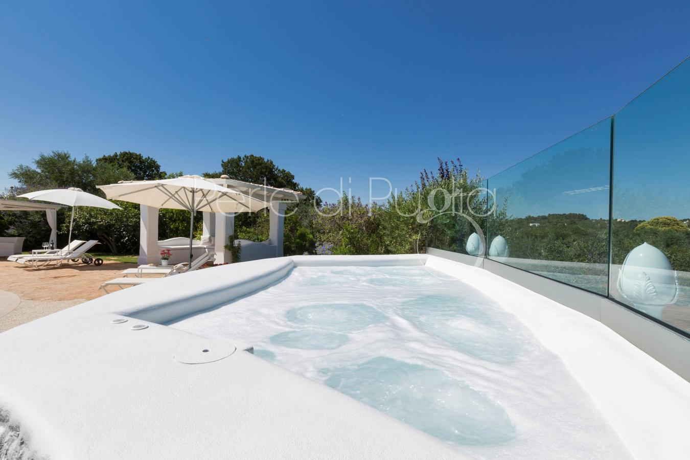 Trullo dei messapi villa di lusso con piscina e jacuzzi - Casa vacanza con piscina ad uso esclusivo ...