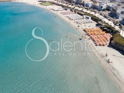 Il litorale della marina di Melendugno visto dal drone