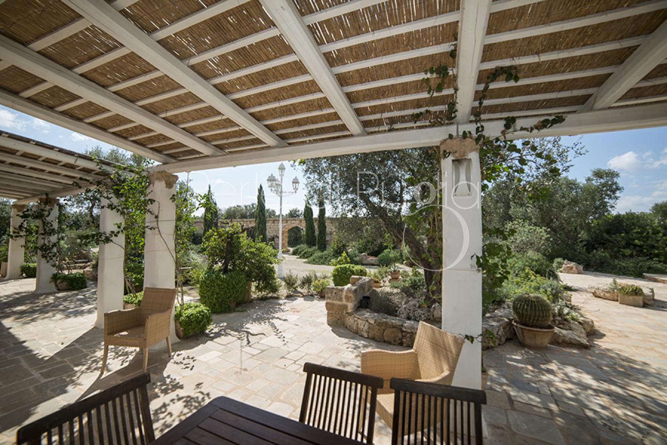 Villa con piscina ad alliste per 13 persone i giardini - I giardini del te ...