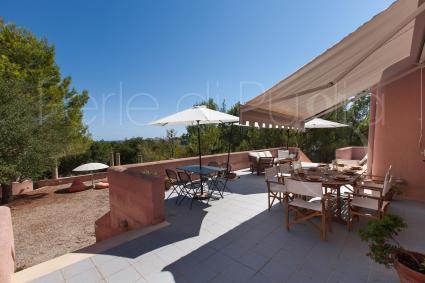 Tavoli, sedie, divanetti e sdraio: tutto ciò che serve per vacanze relax in Puglia